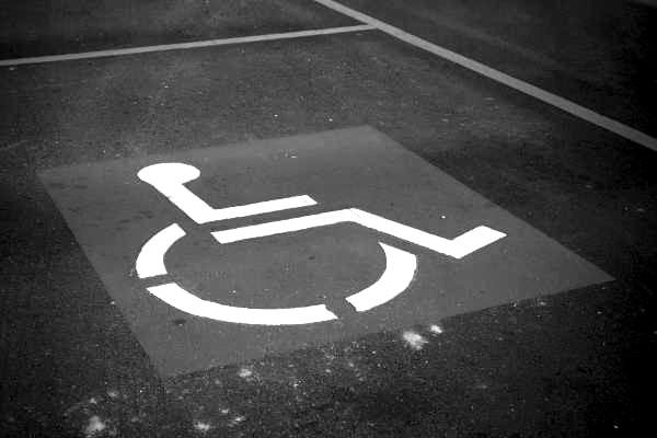 Bedürftigkeit - Wann die Pflegekasse zahlt